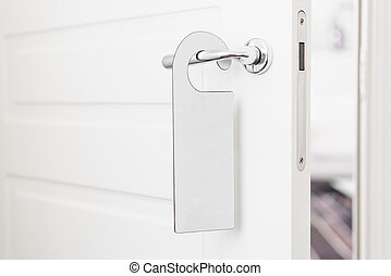 perilla de la puerta, con, vacío, etiqueta, en, un, manija,...
