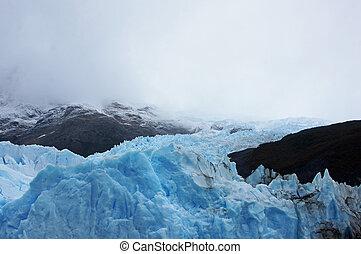 Perito Moreno, ein Gletscher in Argentinien, schiebt sich...