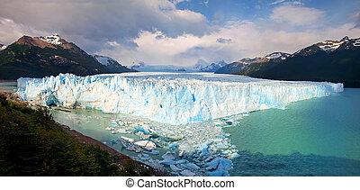 Perito Moreno Glacier panorama in Los Glaciares National Park