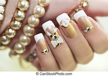 perla, manicure., francés