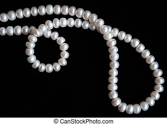 perlas, blanco, seda, fondo negro