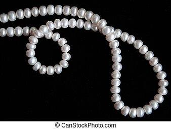 perlen, weißes, seide, schwarzer hintergrund