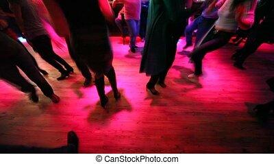 pernas, de, muitos, dançar, homens mulheres, em, danceteria