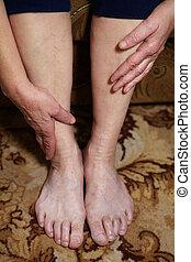 pernas, de, mulher sênior