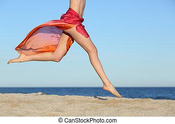 pernas, mulher, praia, pular, feliz