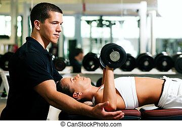 persönlicher trainer, in, turnhalle