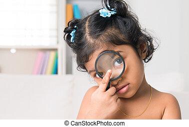 perscruta, câmera, vidro, indianas, através, menina, magnificar