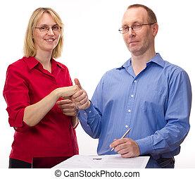 person, underskrive, i, en, aftalen