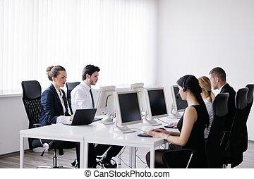 personas oficina, trabajando, helpdesk, cliente, grupo, ...