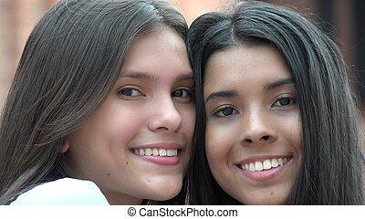 personas sonrientes, adolescentes, feliz