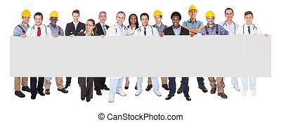 personas sonrientes, con, varias ocupaciones, tenencia, blanco, cartelera