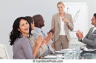 persone affari, a, uno, presentazione, battimano