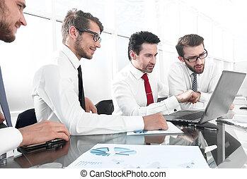 persone affari, lavorativo, e, comunicare, mentre, seduta, ufficio, scrivania