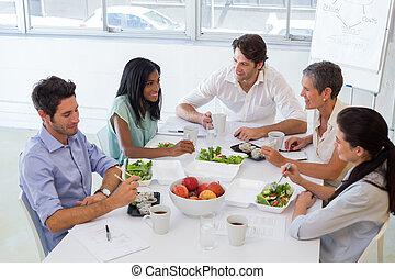persone affari, mangiando pranzo, togeth