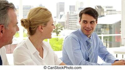 persone affari, parlare, a, uno, riunione