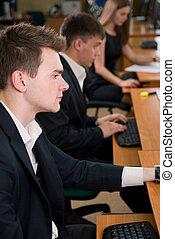 persone affari, seduta, quando, giovane, computer, usando, training., tavola
