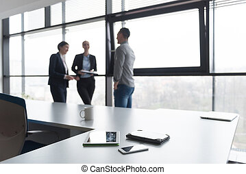 persone affari, tavoletta, su, fondo, chiudere, riunione