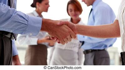 persone affari, tremante, loro, mani