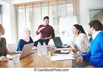 persone affari, usando, laptops, sopra, riunione