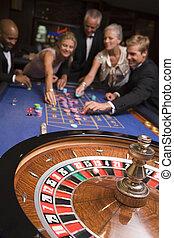 personengruppe, roulett, kasino, focus), (selective, lächeln, spielende
