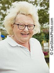 personne âgée femme, portrait, mignon