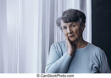 personne âgée, souffrance, alzheimer