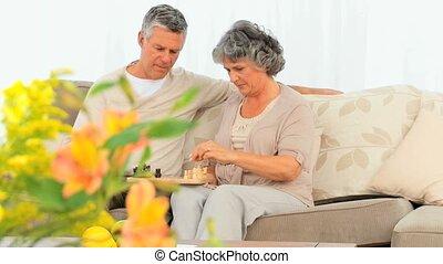 personne agee, échecs, jouer, couple