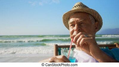 personne agee, actif, vue, cocktail, caucasien, homme, plage, boire, devant, 4k