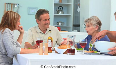 personne agee, amis, ensemble, manger