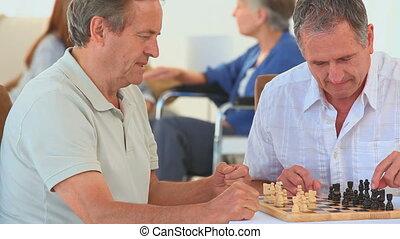 personne agee, amis, jouant échecs