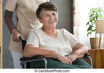 personne agee, après, dame, traitement, heureux