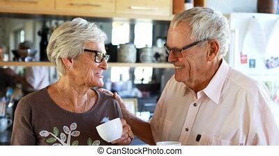 personne agee, autre, couple, chaque, cuisine, dialoguer, 4k