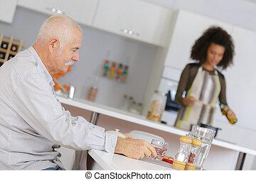 personne agee, avoir, petit déjeuner, homme