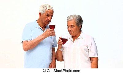 personne agee, boire, couple, vin, rouges
