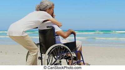 personne agee, côté, africaine, actif, vue, handicapé, américain, embrasser, homme, plage, femme, 4k