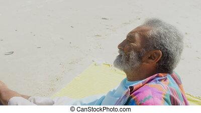 personne agee, côté, africaine, actif, vue, soleil, délassant, américain, homme, plage, pensif, 4k