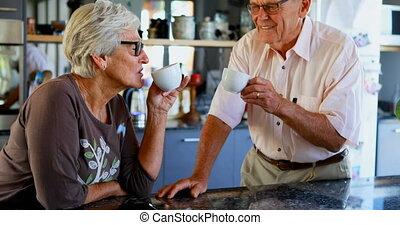 personne agee, café, couple, avoir, cuisine, 4k