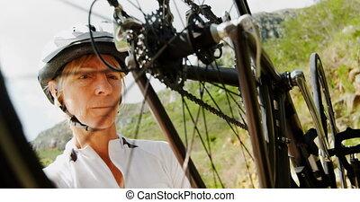 personne agee, campagne, cycliste, vérification, vélo, 4k