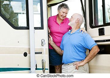 personne agee, camping car, amour, couple