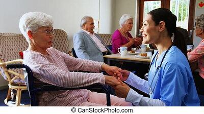 personne agee, consoler, maison, côté, triste, handicapé,...