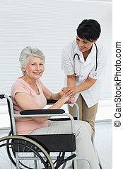 personne agee, conversation, docteur, fauteuil roulant, patient