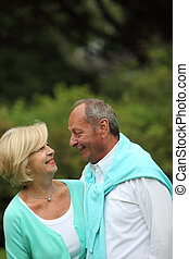 personne agee, couple heureux, romantique