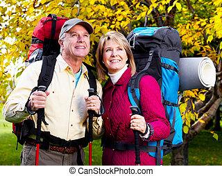 personne agee, couple., randonnée