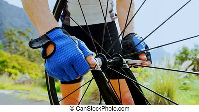 personne agee, cycliste, réparation, vélo, route, 4k