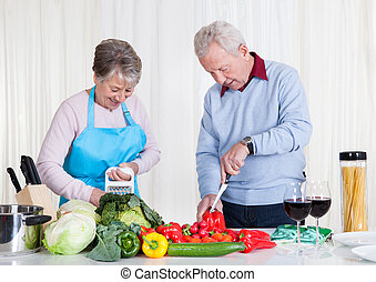 personne agee, découpage, couple, légumes