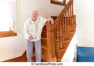 personne agee, dame, escalier