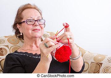 personne agee dame faire crochet faire crochet droit. Black Bedroom Furniture Sets. Home Design Ideas