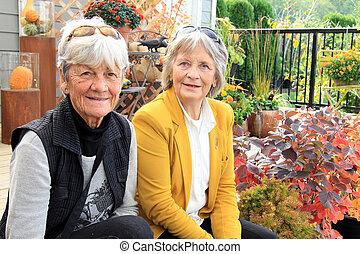 personne agee, dames, patio, deux, assis
