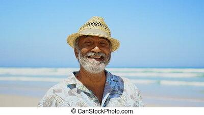 personne agee, debout, actif, africaine, soleil, vue, heureux, américain, homme, 4k, chapeau, devant, plage