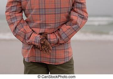 personne agee, debout, mains arrière, derrière, homme, plage